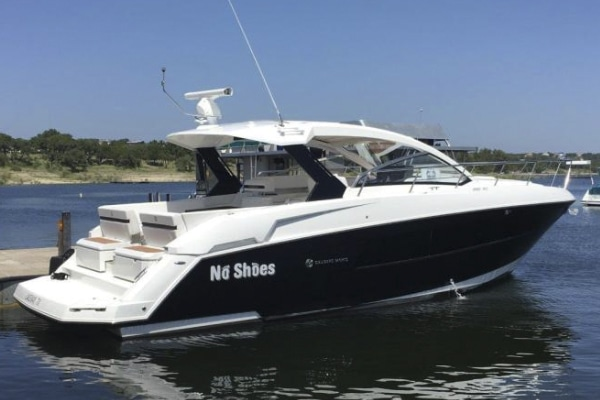 New 2015 CRUISERS 390 EXPRESS COUPE Yacht