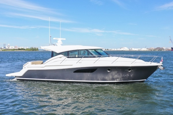 New 2015 TIARA YACHTS 44 COUPE Yacht