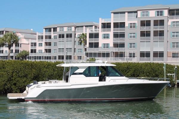 New 2016 TIARA Q44 Yacht