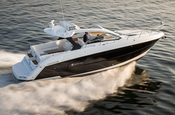 New Cruisers 390 Express Coupe Yacht