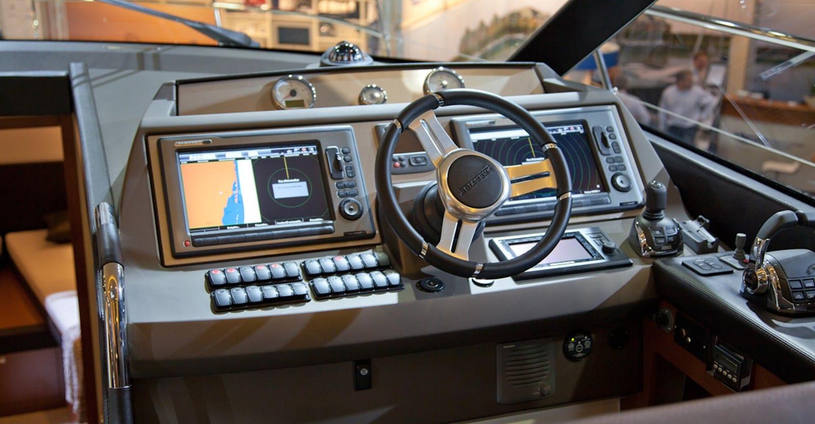 new prestige 500 flybridge yacht helm (1)