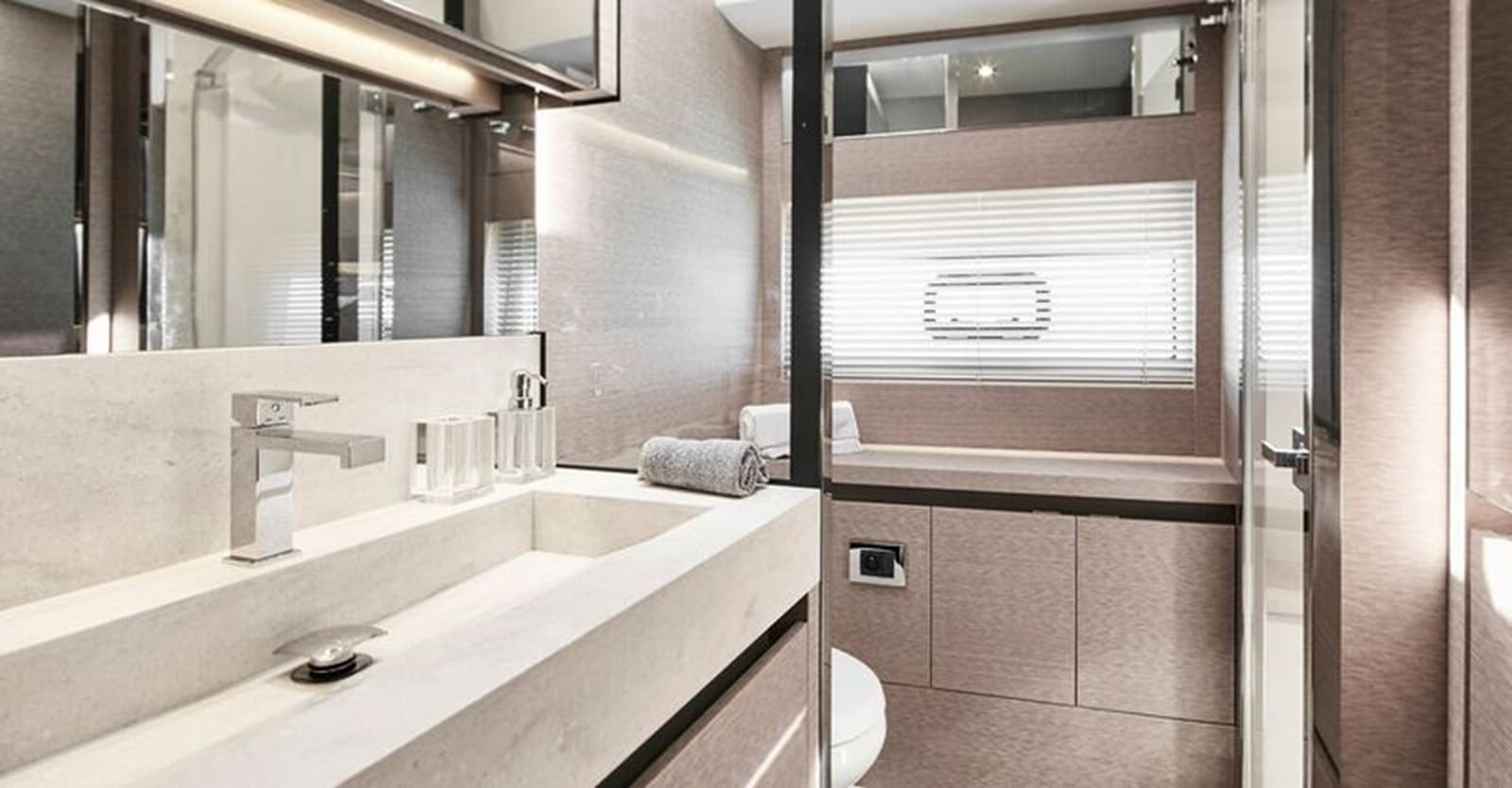 new prestige 630 yacht master head (1)
