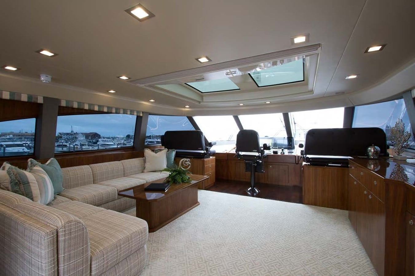 new viking 93 motor yacht bridge dinette