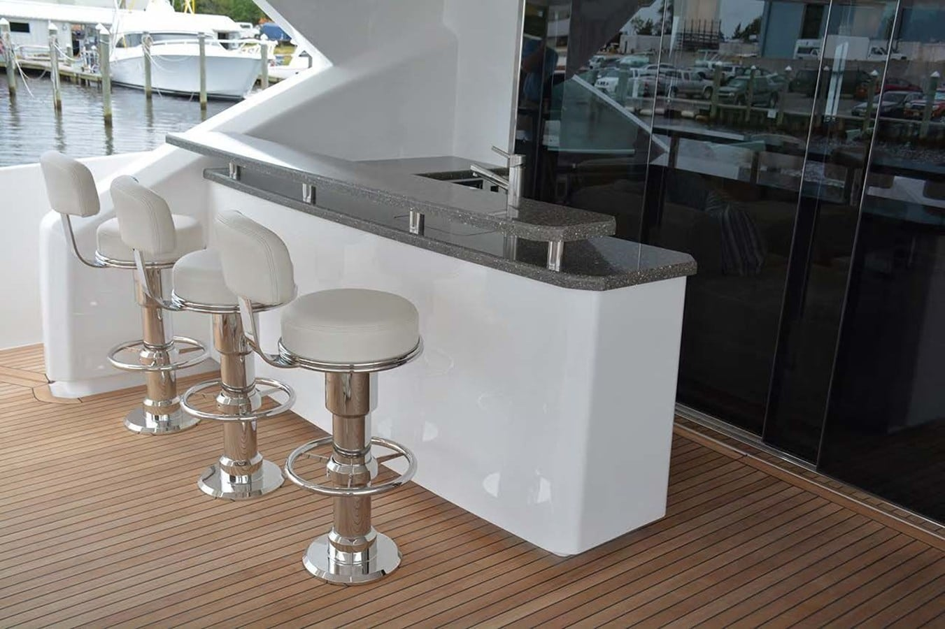 new viking 93 motor yacht cockpit bar