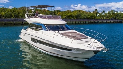 New Prestige 460 Flybridge Yacht
