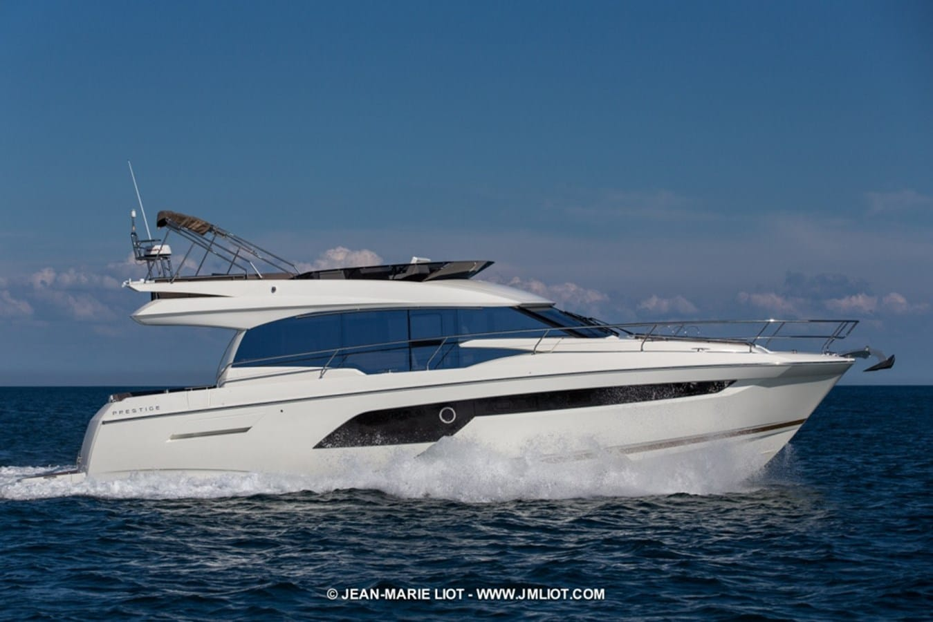 New Prestige Yachts 520 Flybridge Yacht