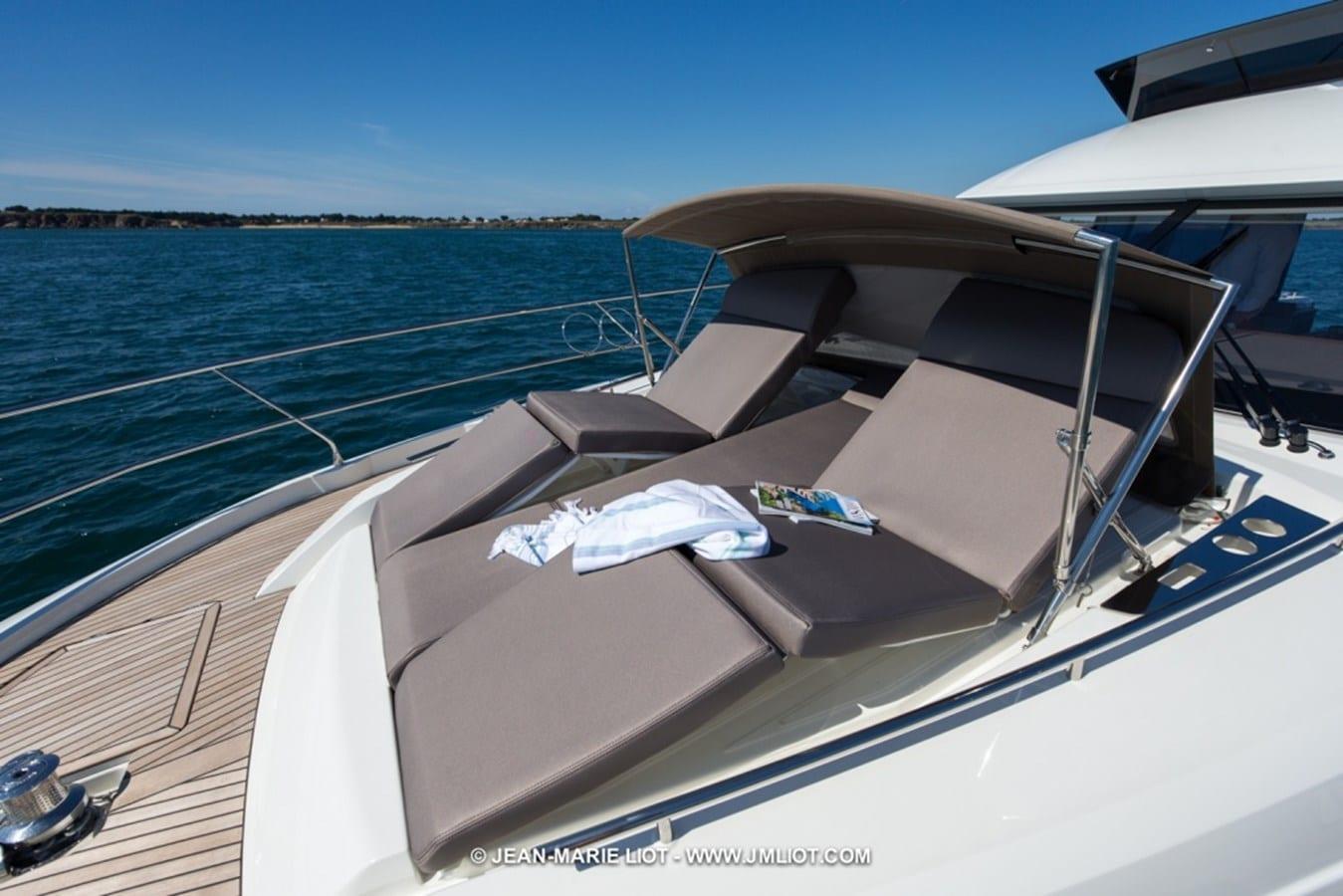 prestige 520 flybridge sun pads