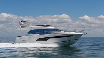New Prestige 520 Flybridge Yacht