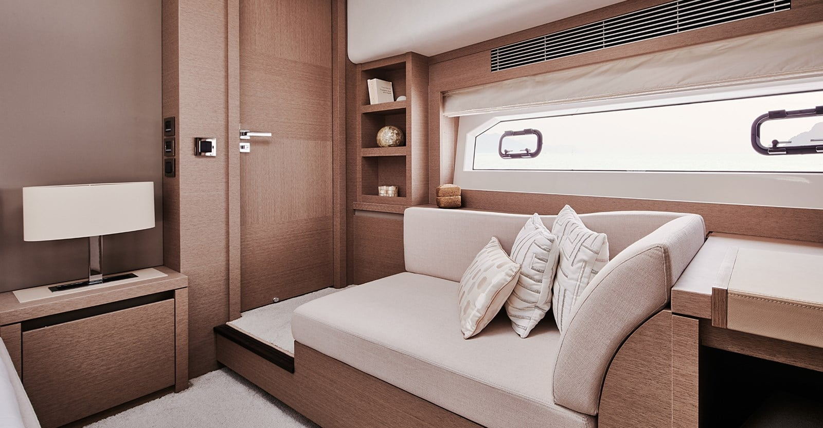 prestige 680s yacht master stateroom lounge