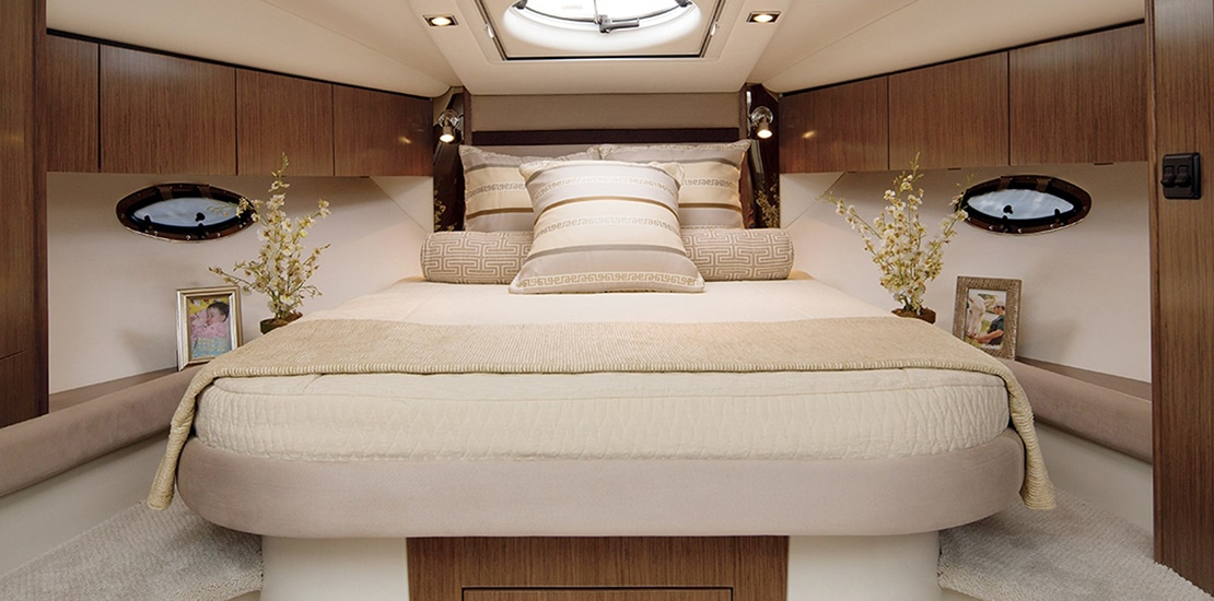 _0000s_0000_new cruisers 35 express yachtmaster stateroom