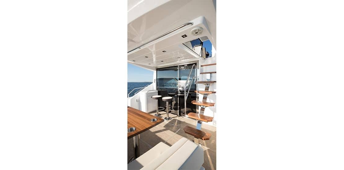 _0000s_0000_new cruisers 60 flybridge yacht stairs