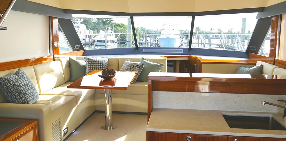 _0000s_0001_maritimo m51 yacht salon2