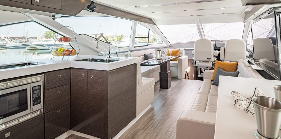 _0000s_0001_new cruisers 60 flybridge yacht salon