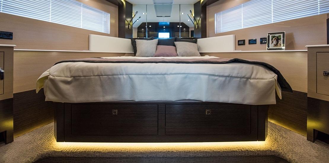 _0000s_0004_new cruisers 60 flybridge yacht forward vip