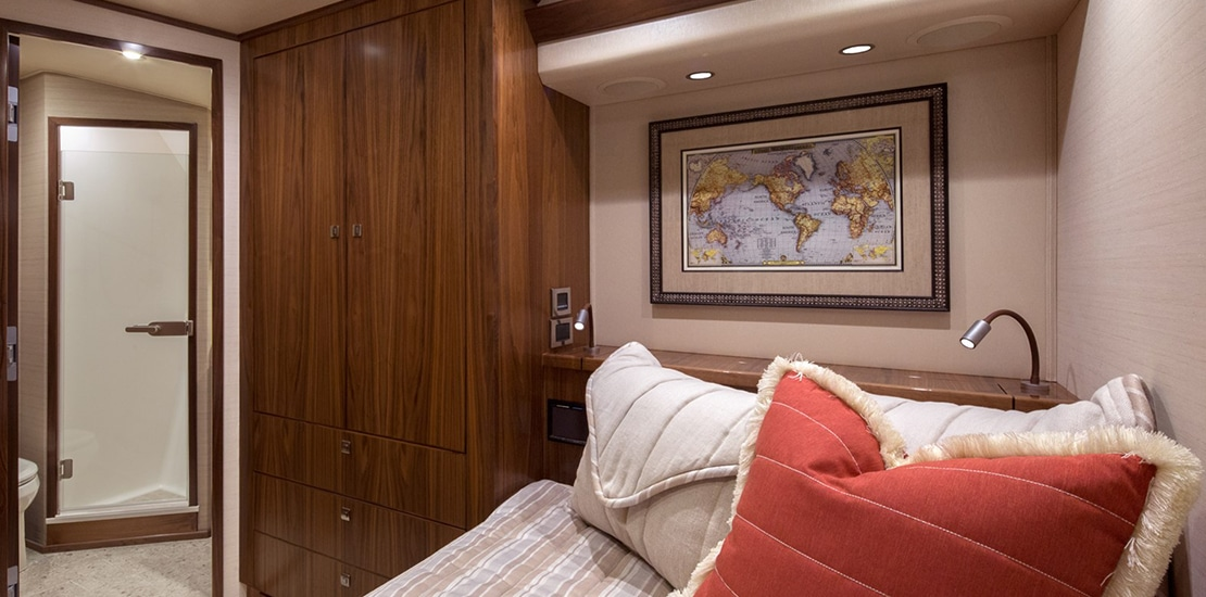_0000s_0004_viking 92 convertible guest stateroom 3