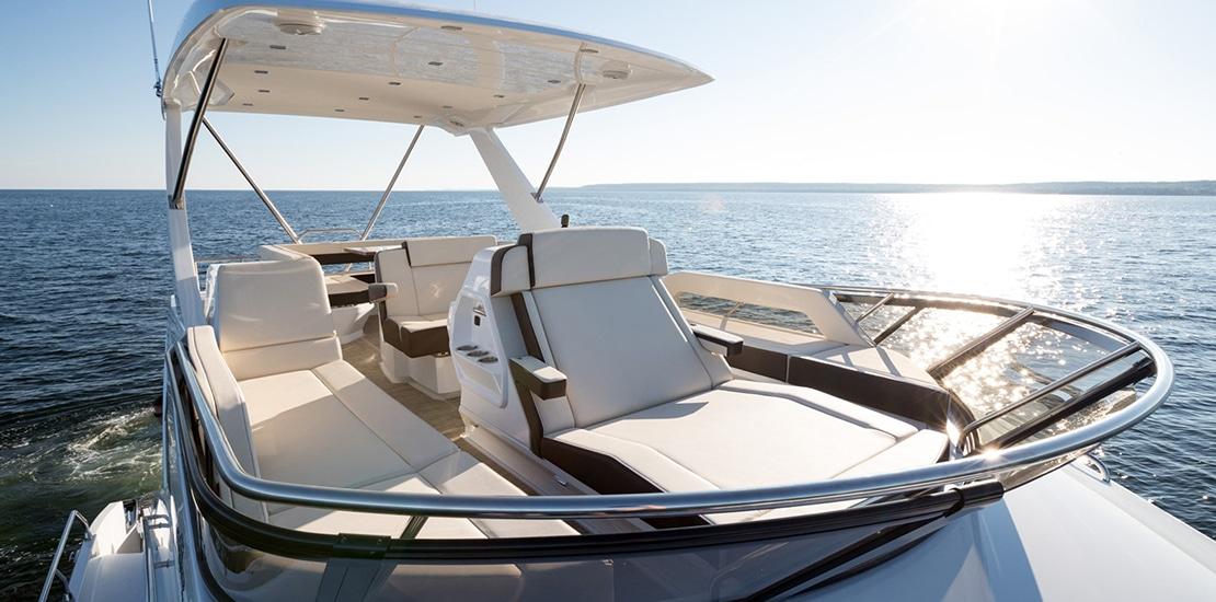_0000s_0006_new cruisers 60 flybridge yacht flybridge