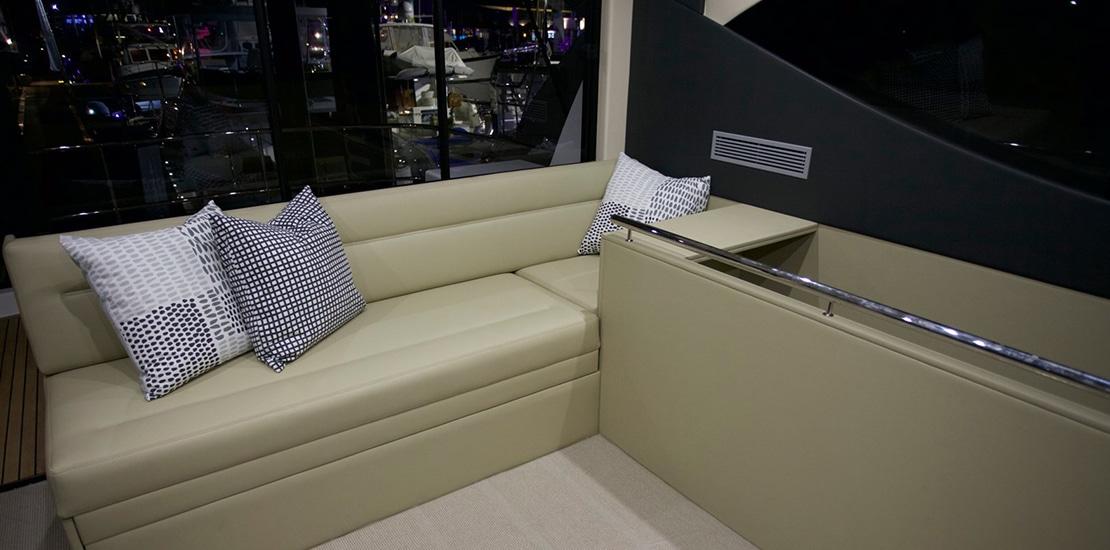 _0000s_0007_maritimo m51 yacht helm seating