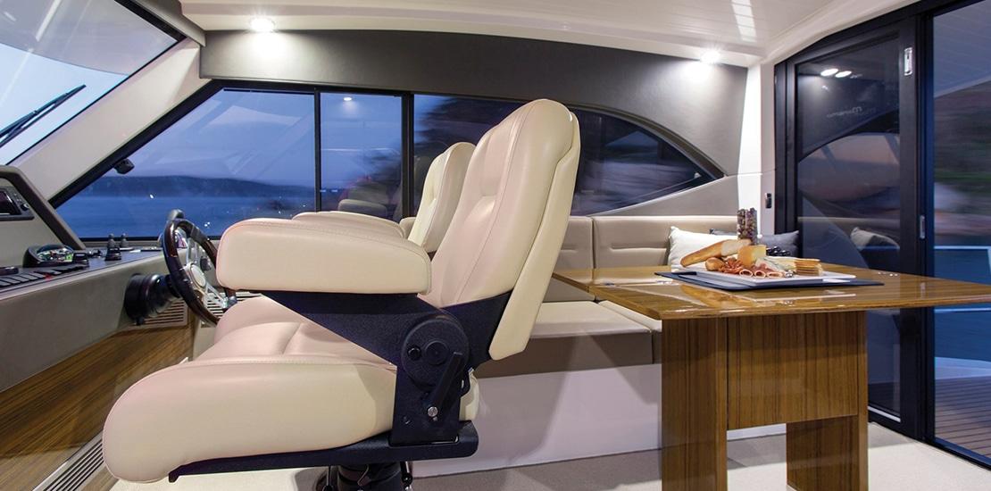 _0000s_0008_maritimo m54 yacht helm