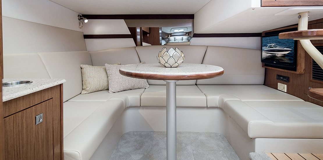 _0000s_0008_new cruisers 38 express yacht dinette