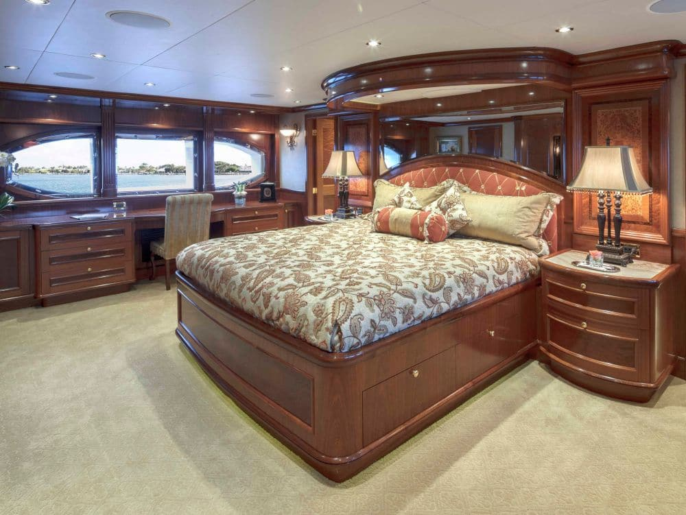 Excellence Yacht Bedroom