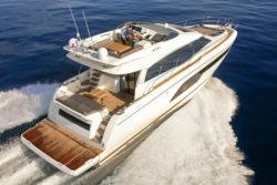 630 Prestige yacht