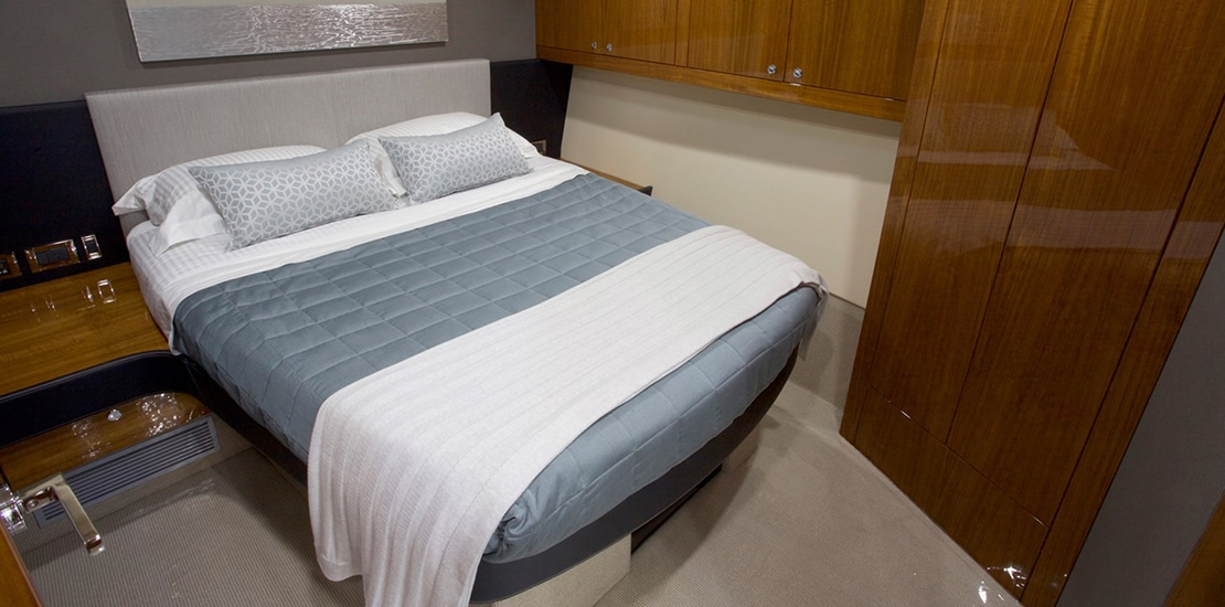 maritimo m70_0000s_0007_maritimo m70 guest stateroom 02