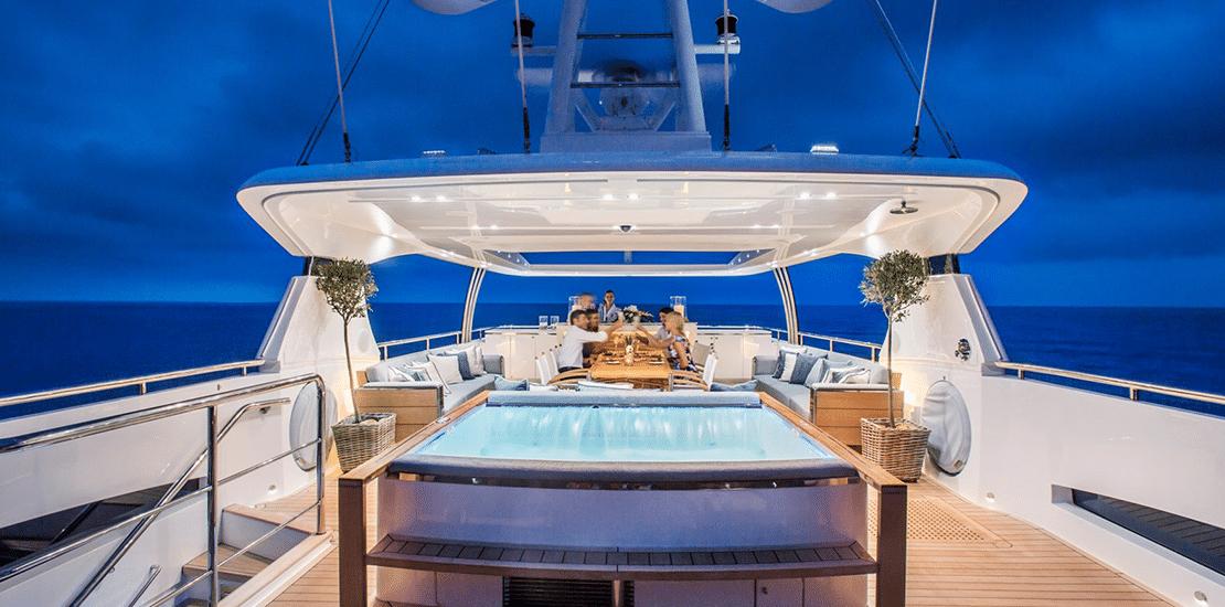 new princess 40m_0000s_0005_new princess 40m yacht top deck