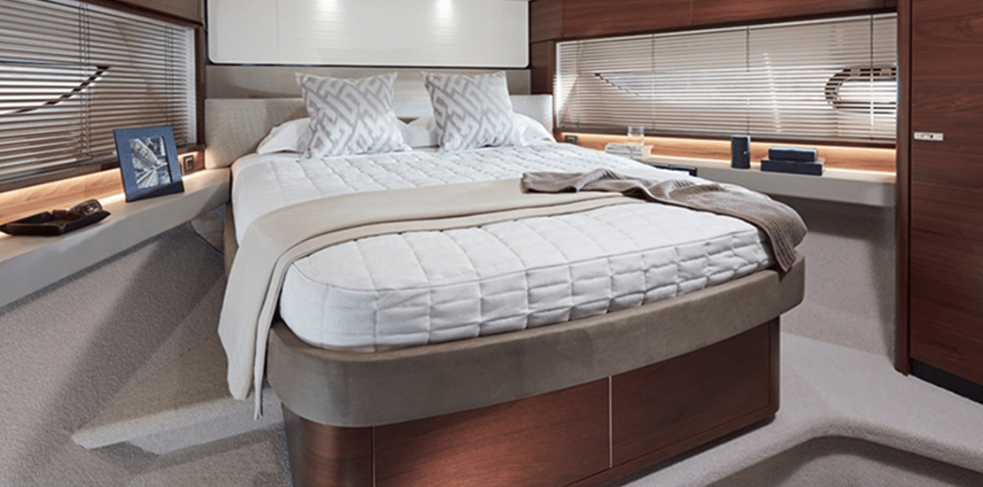 new princess 62fb_0001s_0000_new princess 62 flybridge yacht vip stateroom