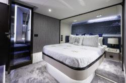 2019 60 Azimut yacht