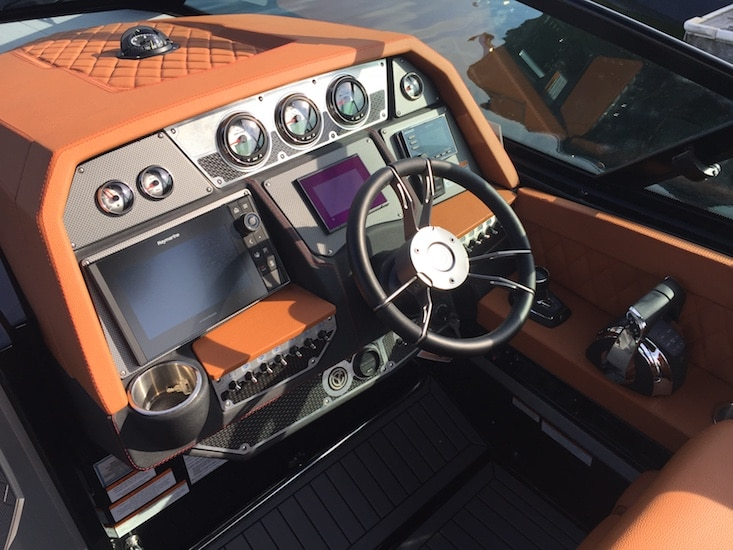 Cruisers 338 OB Helm 1