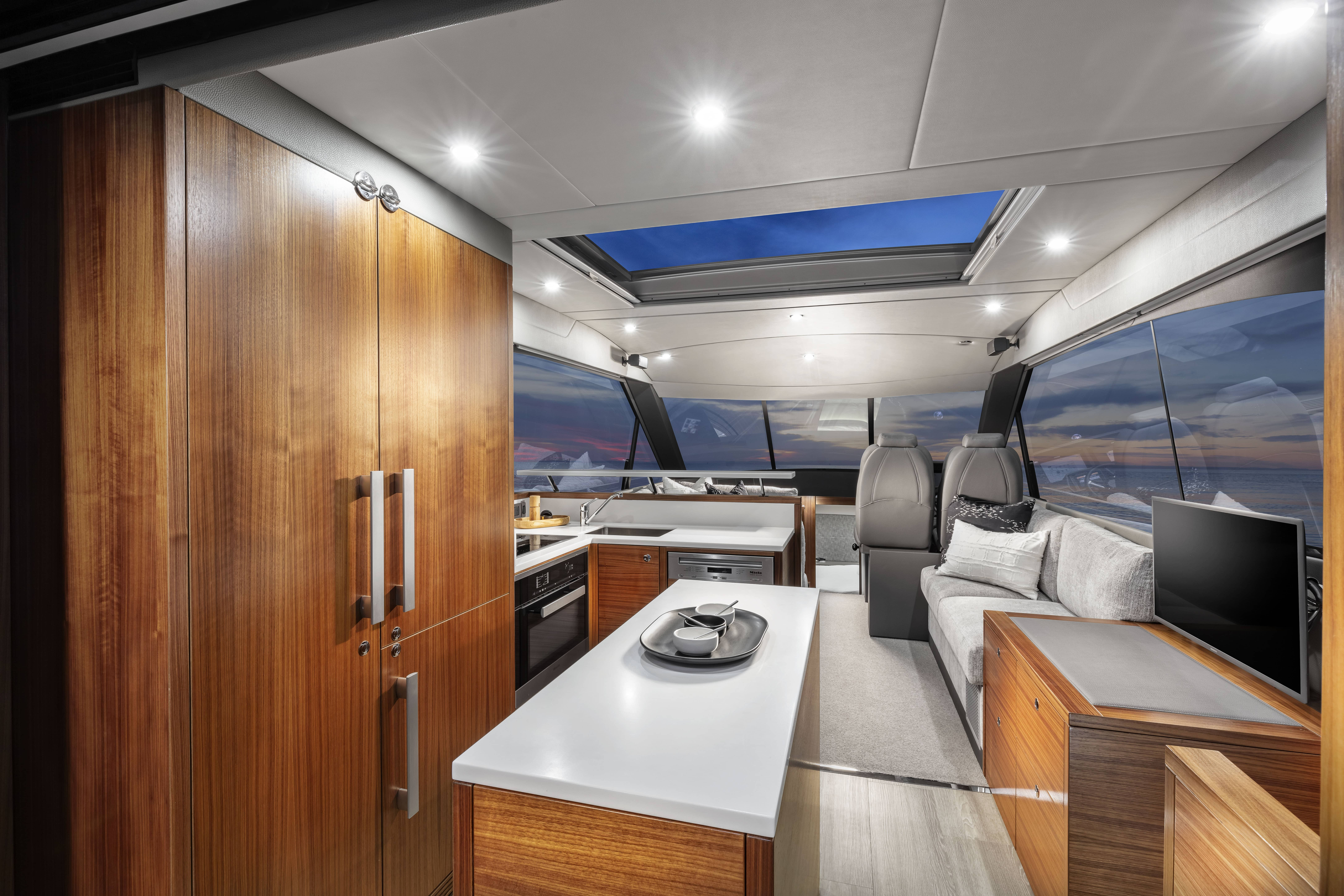 Maritimo_X50_Galley