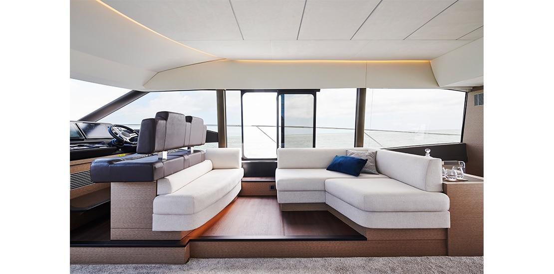 Prestige 590 lounge
