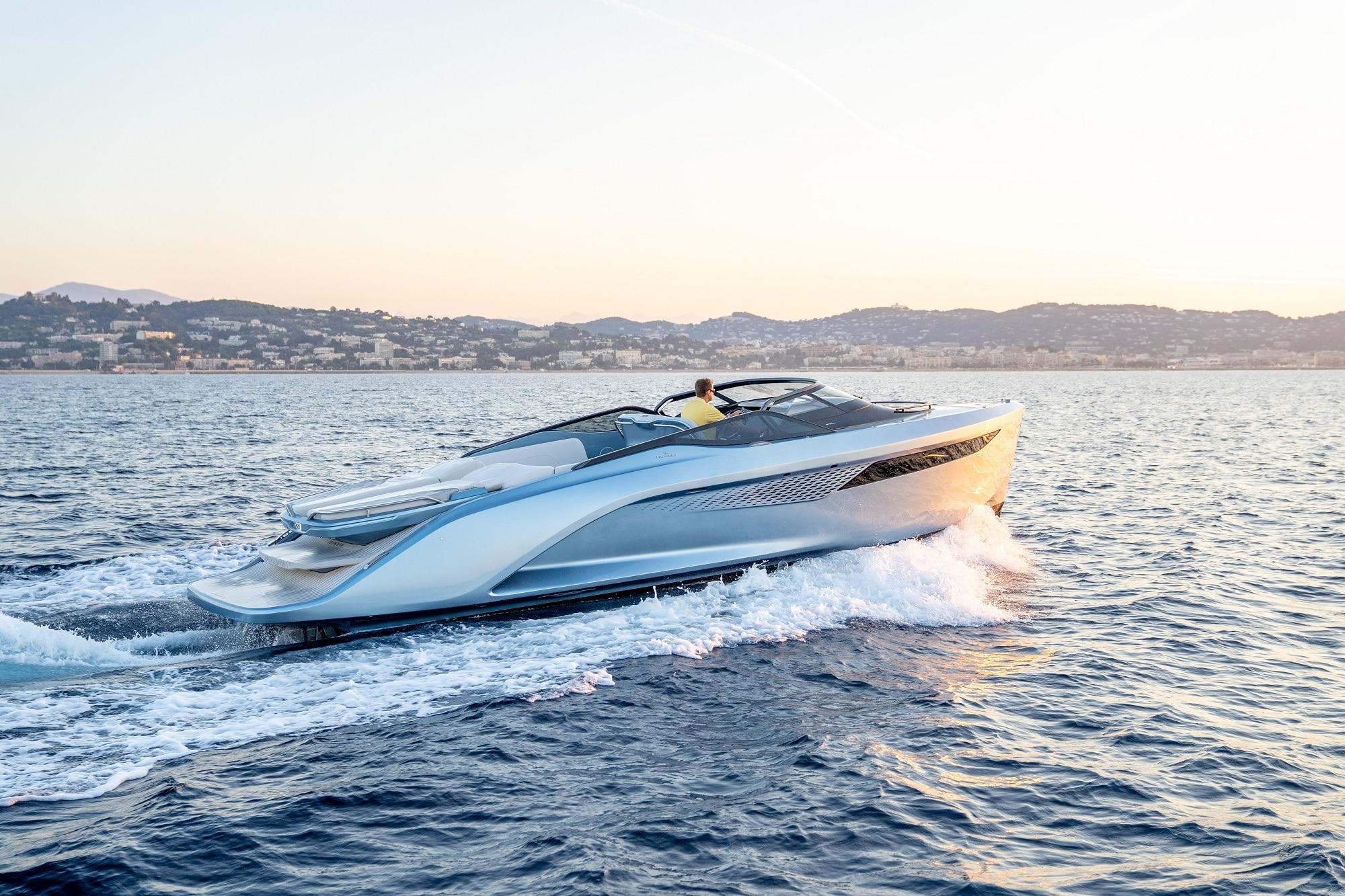boating: Princess Yachts R35