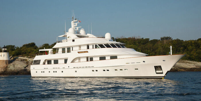 2002 Hakvoort 45M Motor Yacht Sold by Michael Tabor of Galati Yacht Sales