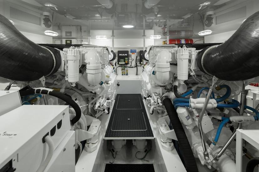VIKING 48 open engine2