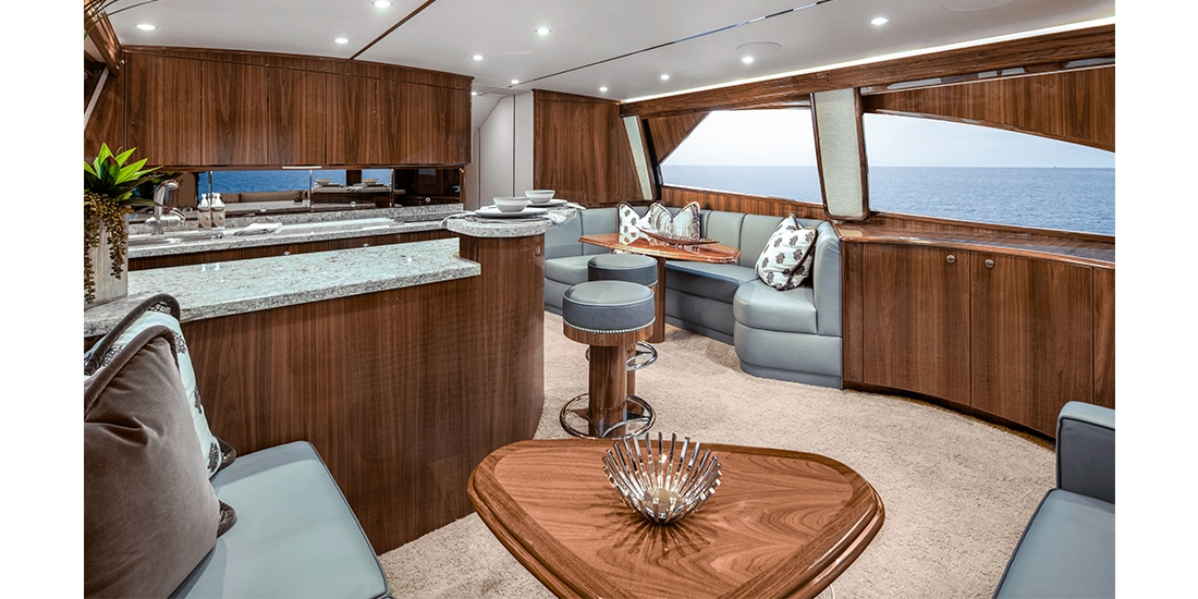 Viking 58 Convertible salon