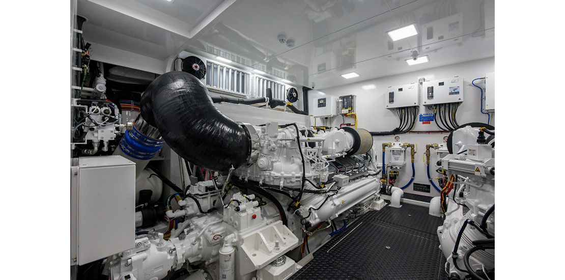 Viking 82 MY engine room4