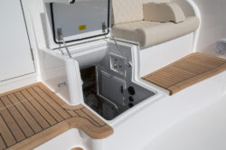 Viking Yachts 44 C engine access