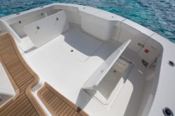 Viking Yachts cockpit w fish box