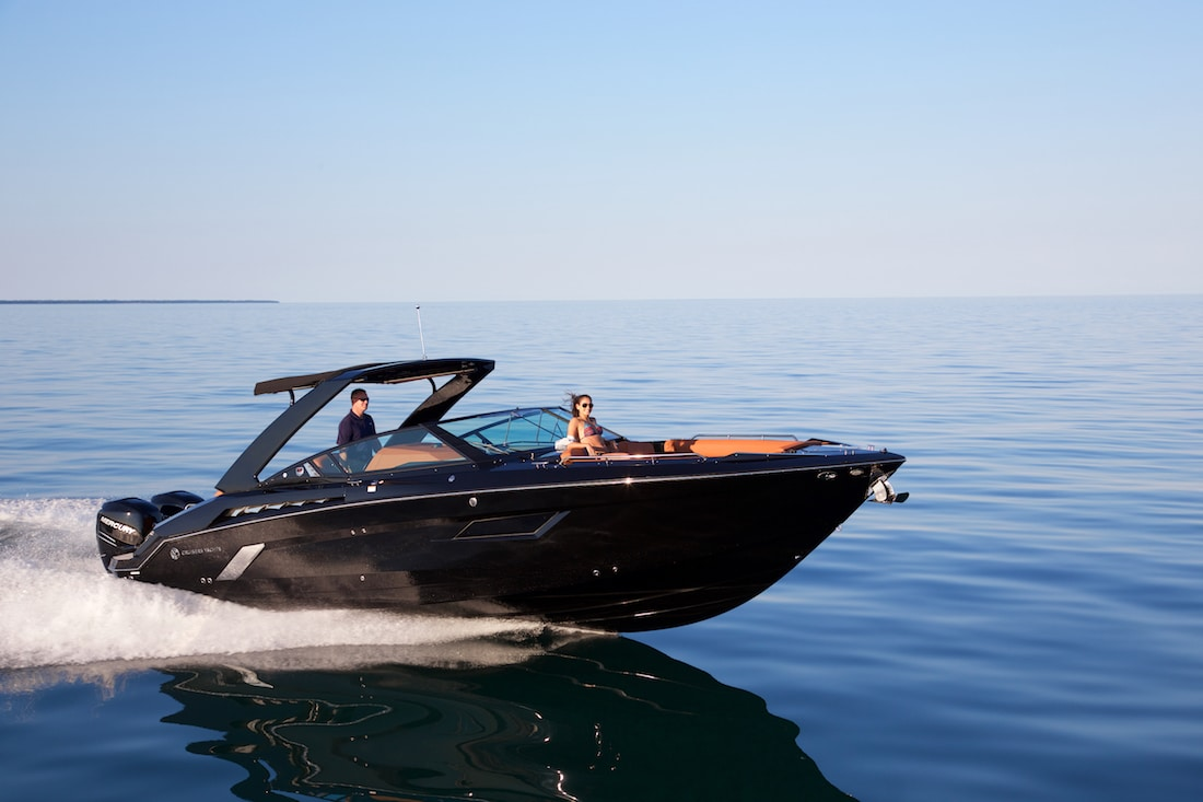New Cruisers 338 Bow Rider Yacht