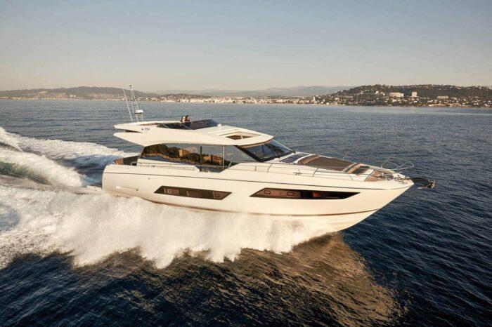 690S Prestige Yacht