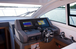 Cruisers 46 Cantius helm